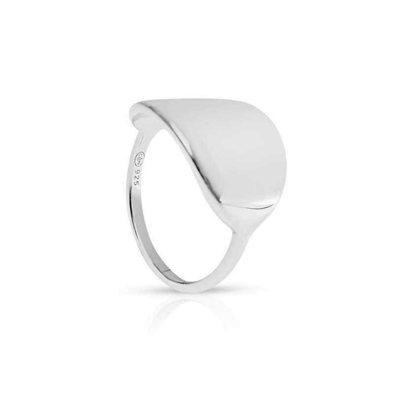 De aanpasbare zilveren ovale ring van de vrouw