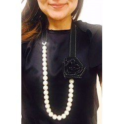 Long necklace Chanel woman
